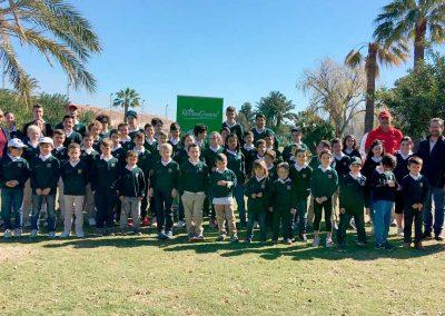 Alumnos con sus uniformes