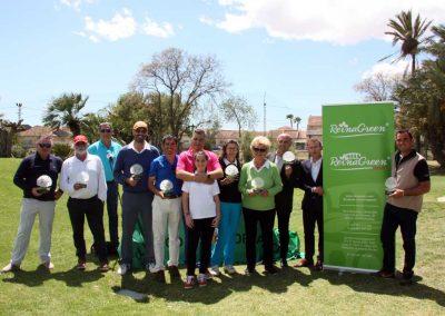Foto de ganadores con el patrocinador